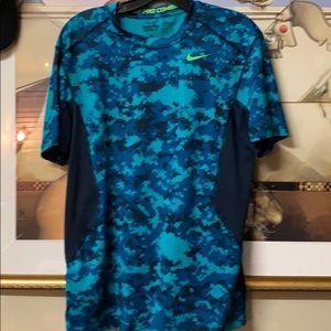Men's Nike Pro medium athletic shirt